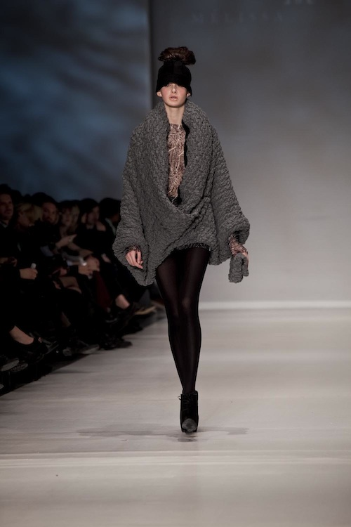 gros-pull-gris-melissa-nepton-automne-hiver-2011