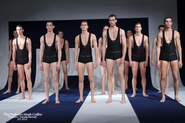 alexis mabille d shabille ses mannequins lors de la fashion week. Black Bedroom Furniture Sets. Home Design Ideas