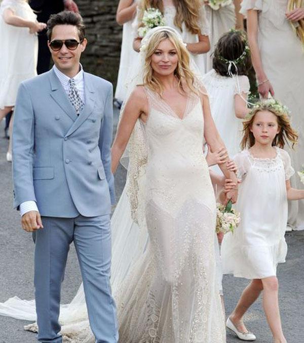 Kate moss se marie en john galliano for Robe de mariage de kate moss tomber