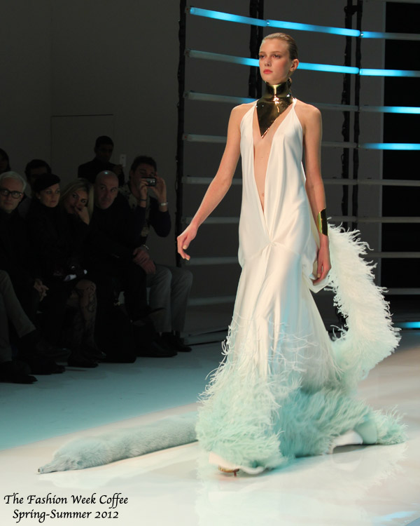 alexandre-vauthier-mannequin-femme