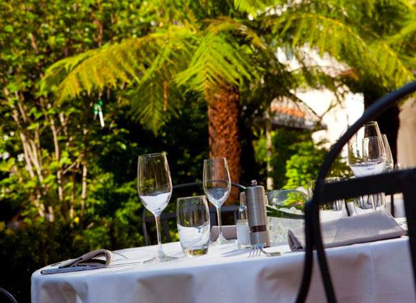 hotel-renaissance-trocadero-restaurant-terrasse
