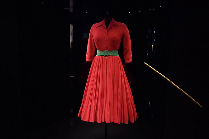 christian-dior-exposition-robe-rouge