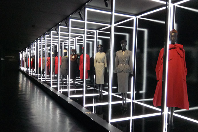 Christian dior exposition robes the fashion week coffee for Exposition paris 2017